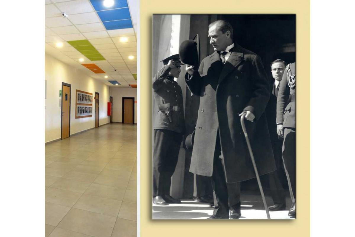 skra39 - Askere Selam Veren Bastonlu ve Fötr Şapkalı Ulu Önder Mustafa Kemal Atatürk Kanvas Tablo