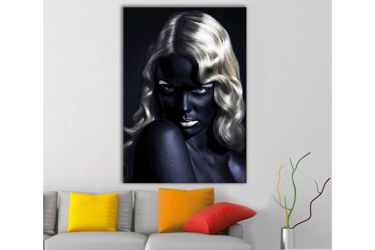 srda17 - Altın Sarısı Saçlı Siyah ve Altın Makyajlı Kadın Kanvas Tablo