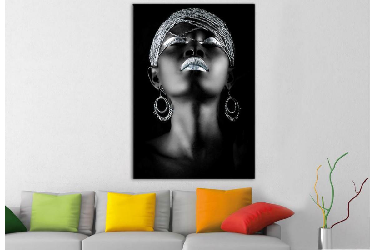 srda1b - Afrikalı Siyahi Kadın ve Gümüş Takılar Kanvas Tablo