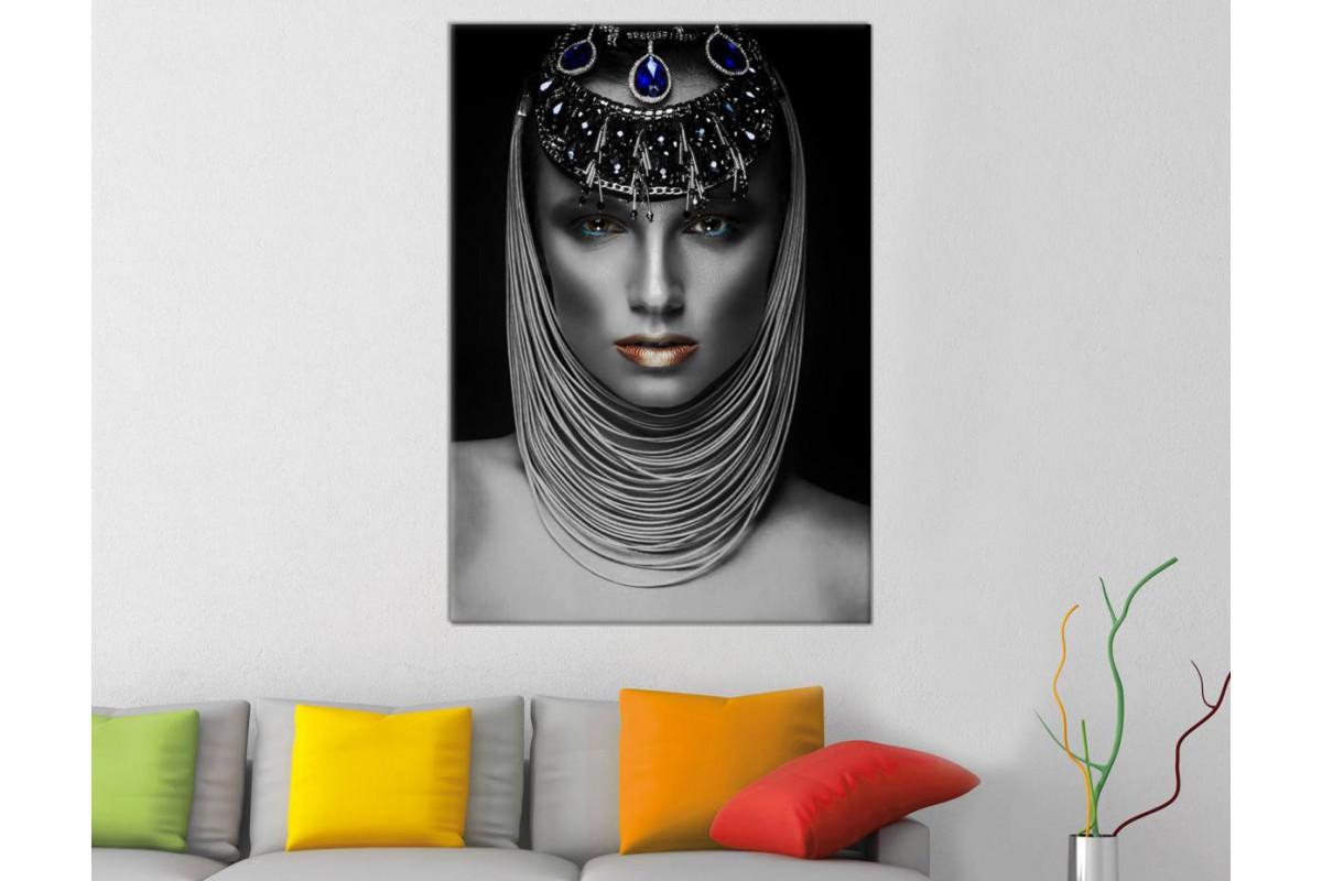srda23 - Afrikalı Siyahi Kadın ve Gümüş Görünümlü Takılar Dekoratif Kanvas Tablo