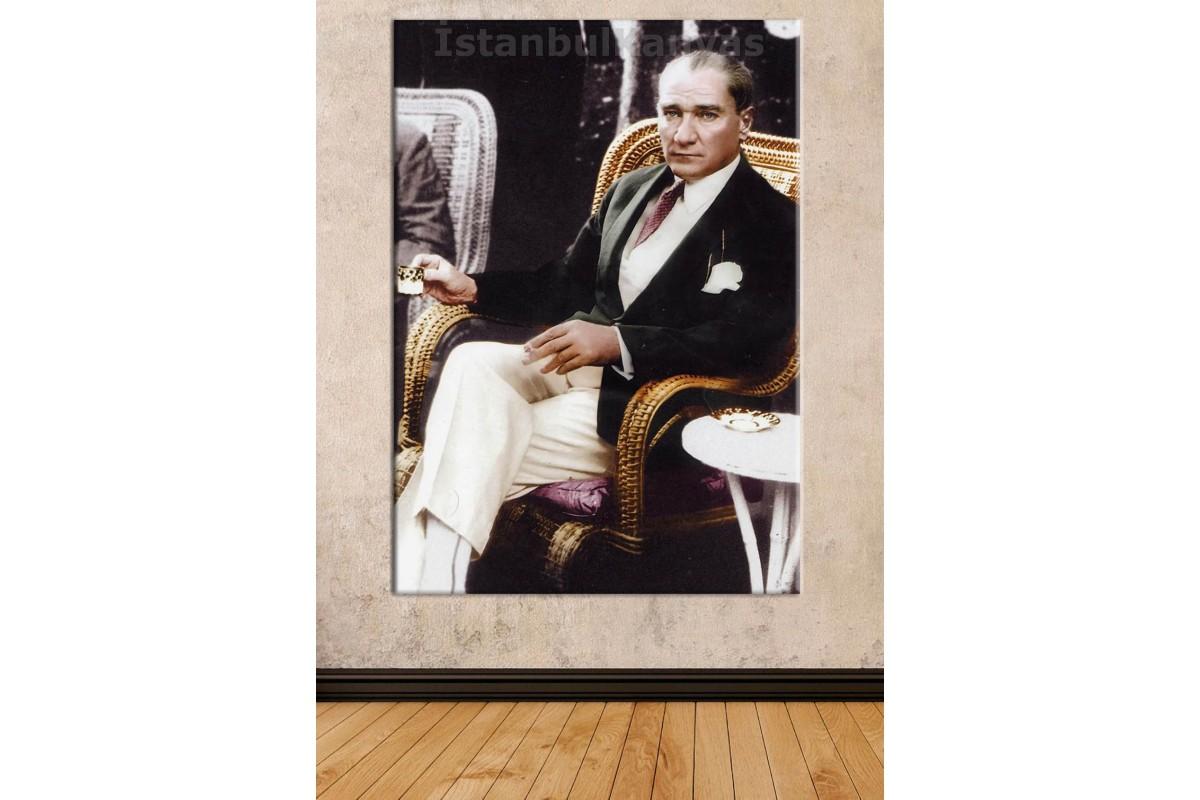 Srk02 - Ulu Önder Mustafa Kemal Atatürk Takım Elbiseli Ve Türk Kahvesi İçerken Kanvas Tablo