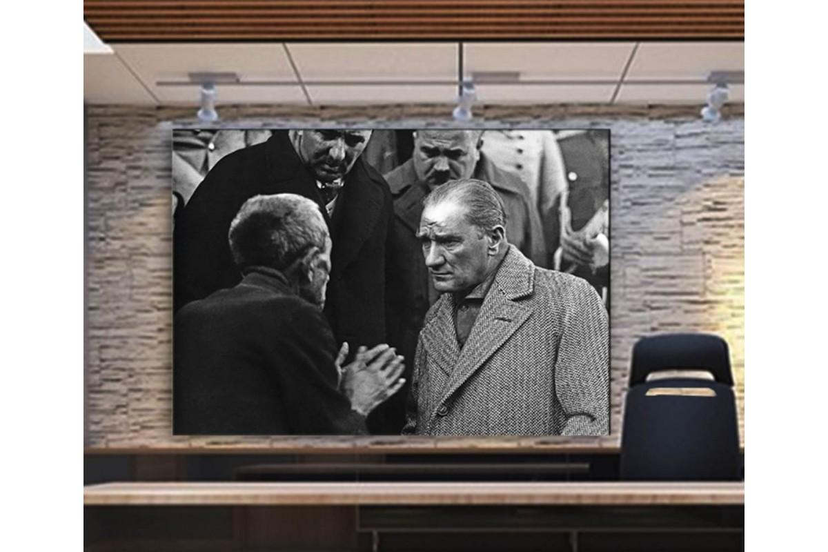 srka21 - Vatandaşın Derdini Dinleyen Mustafa Kemal Atatürk Kanvas Tablo